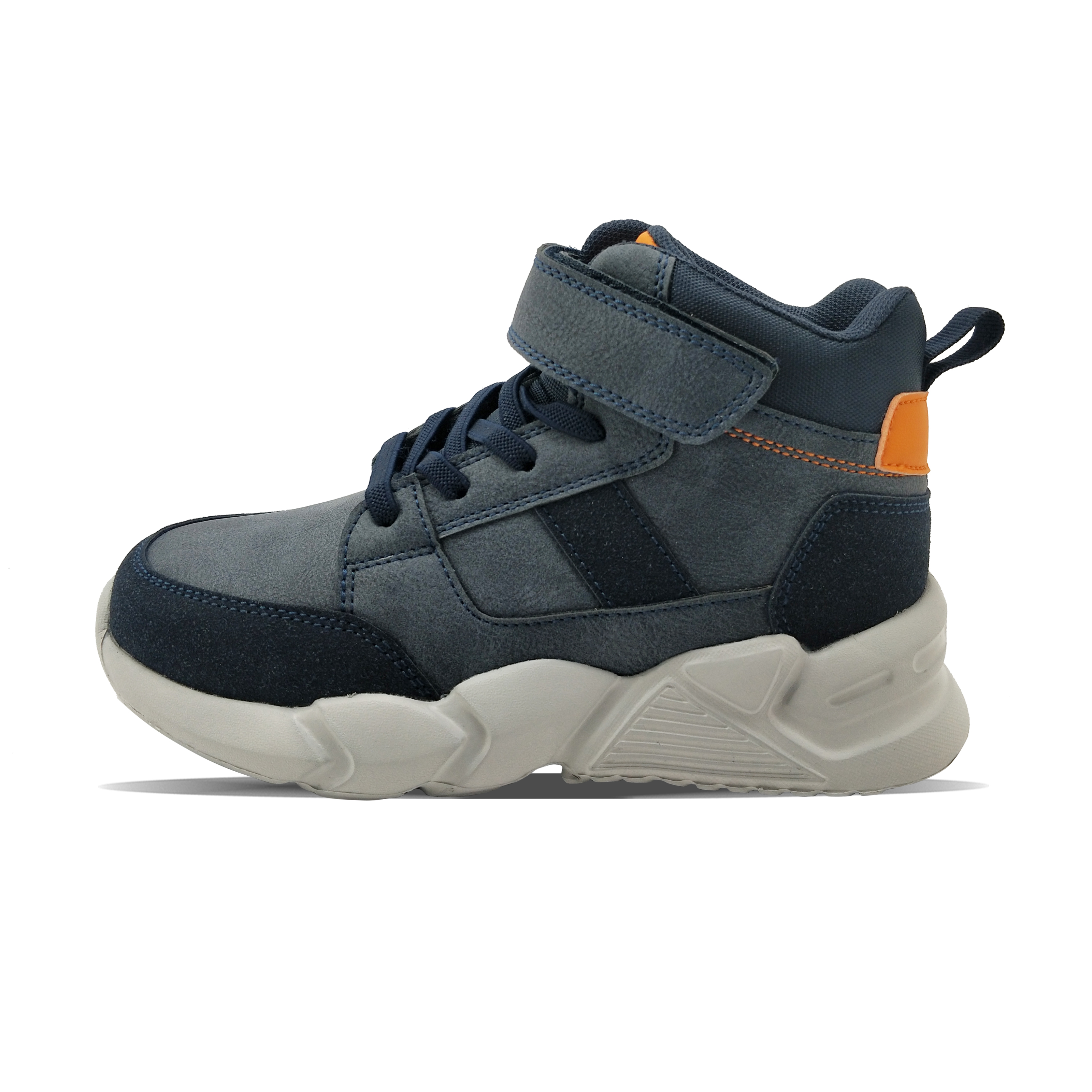 зимой темно - синяя обувь